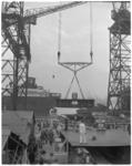 281-1 Op een der hellingen van de RDM wordt de kiel gelegd voor de Rotterdam, het nieuwe vlaggeschip van de ...