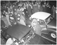 3026-1 Expo met twee deelnemende rally-auto's aan de Rally van Monte Carlo. Start in Den Haag.
