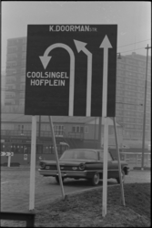 304113-43 Verkeersborden omleidingen wegens metrobouw op of nabij het Weena en Karel Doormanstraat