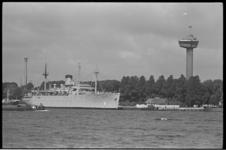 304424-30 Amerikaans opleidingsschip Empire State IV aan de Parkkade met zicht op Euromast.