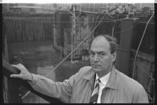 304459-23 De directeur van Gemeentewerken, ir. G. Plantema, voor een bouwplaats van de metro. Op 02-01-1969 is hij ...