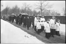 304632-26 Begrafenis op de Zuiderbegraafplaats van 38-jarige A.B. van der Hoff-van Heck en haar 8-jarige zoontje ...