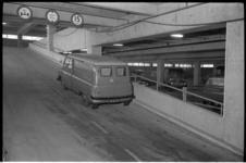 304699-16 Oprit in de parkeergarage van de Rijks Automobiel Centrale (RAC) aan de Hofdijk 651, o.a. voor het parkeren ...