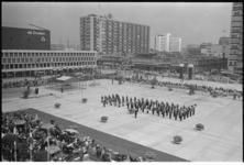 304739-8 Opening van de ondergrondse parkeergarage Schouwburgplein door burgemeester Thomassen tijdens de Opbouwdag.