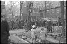 3048 Op de hoek Westerlaan en Calandstraat wordt de eerste paal geslagen door Phs. van Ommeren P.Jzn. voor nieuw ...