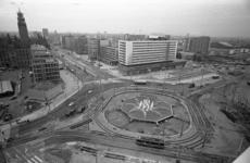305052-15 Het zuidelijke deel van het Hofplein weer in gebruik genomen. Opname vanaf het Shellgebouw.