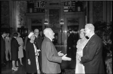 305062-15 Afscheid van wethouder J.U. Schilthuis in de Burgerzaal van het stadhuis. In het midden oud-burgemeester P.J. ...