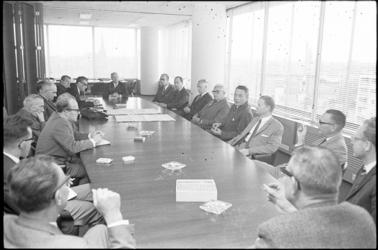 305104-20 Achtste zitting van het dagelijks bestuur van het openbaar lichaam Rijnmond op de Blaak 34 met mr. V. G. M. ...