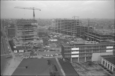 305265-8 Het aan de Benthemstraat in aanbouw zijnde scholencomplex Technikon en het Akragon, een toren met gymzalen en ...