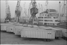 305368-3 Containeroverslag in de Prinses Beatrixhaven door Quick Dispatch.