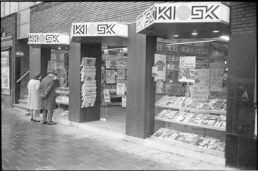 305397-15 Tijdschriften- en boekenwinkel Kiosk aan de Schieweg 125-127.