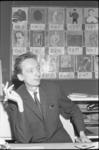 305405-20 Pierre Janssen in zijn werkkamer?