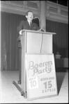 305446-25 Fractievoorzitter van de Boerenpartij H. Koekoek houdt een verkiezingsrede in de Rivierahal van Diergaarde ...