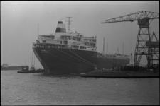305470 Het Noorse tankschip Mosli liggend aan de kade van de Nieuwe Maas op de hoek met de Wiltonhaven.