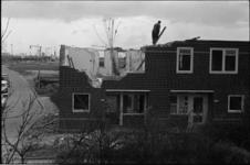 305472-19 Afbraak van de woningen aan de Ameidestraat. In de zuidelijke richting kijkend, de sloop van de woningen nrs. ...