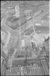 305571-14 Overzicht vanaf de in aanbouw zijnde Medische Faculteit: links de Zimmermanweg en het Dr. Molewaterplein en ...