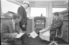 305639-5 Proef om met elektronische apparatuur de Shell-tanker Niso door de vaargeul in de mond van de Nieuwe Waterweg ...