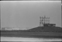 305966-4 Semafoor- en radarinstallatie Europoort aan de Noordzeeweg.