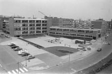 305989-26 St. Martinusschool en de Dr. Abraham Kuyperschool aan het Van Alkemadeplein (ingang Van Alkemadestraat 7). ...