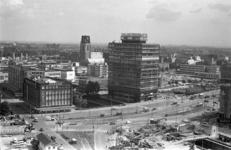 306002-30 De Blaak met van links naar rechts het warenhuis Gerzon aan de Korte Hoogstraat, de Laurenskerk (op de ...