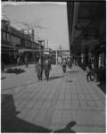 3081-1 Wandelende mensen in de Lijnbaan.