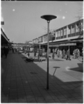 3081-2 Wandelende mensen in de Lijnbaan.