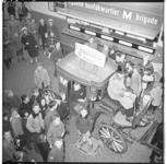 3131-1 Rijdend hoofdkwartier M-brigade + een koets met Vincent Festen als 200.000e melkbrigadier.