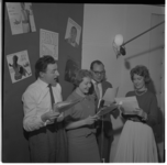 3162-2 De kerngroep van de RANO-staf: van links naar rechts: algemeen programmaleider Cor Slinger; omroepster Nely ...