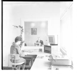 3223 Geluids- en omroepstudio van de Rotterdamse Blinden-Inrichting aan de Kipstraat.