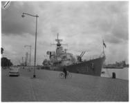 3258 De onderzeebootjager Drenthe (D 817) aan Parkkade