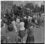 3272 Kolderdag meisjes-hbs Mecklenburglaan, een paardenkoets met vijfdeklasleerlingen.