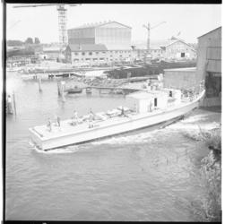 3283 Mijnenveger glijdt uit bouwloods op scheepswerf De Noord in Alblasserdam.