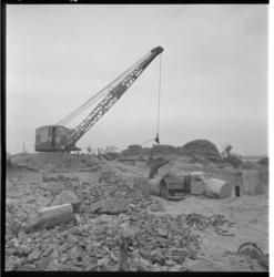 3285-4 Afvoer van puin op Rozenburg.
