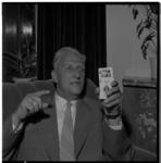 3360-2 Goochelact met kaarten.