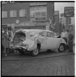 3363 Beschadigde bedrijfswagen van de firma Riesmeijer na een aanrijding met een brandweerwagen op de Meent.