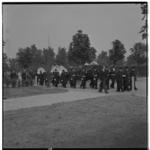 3376 Overzicht begrafenisstoet van drie kisten, van de met politie-korpseer op Zuiderbegraafplaats begraven familie ...
