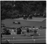 3380 Publiek kijkt naar Franse dansgroep op plankier in openluchttheater Dijkzigt.