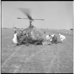 3383-3 Vliegfeest Zestienhoven met demonstraties en rampenoefeningen Rode Kruis.