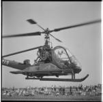 3383-4 Vliegfeest Zestienhoven met demonstratiesen rampenoefeningen Rode Kruis.