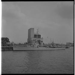 3388 Grieks oorlogsschip in de Parkhaven ter hoogte van Maastunnelgebouw.