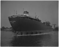 3390-1 Op de scheepswerf van Verolme in Alblasserdam is de Presidente Dutra te water gelaten.