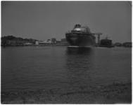 3390-2 Op de scheepswerf van Verolme in Alblasserdam is de Presidente Dutra te water gelaten.