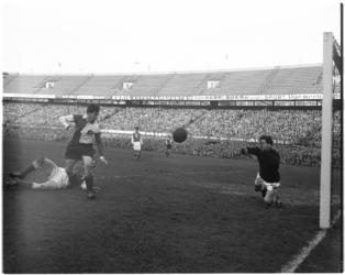 342 Spelmoment uit de wedstrijd Feyenoord - Elinkwijk.