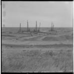 3448-2 Pontonniers van het 462e bataljon bouwen een bailleybrug op een terrein aan de Deltalaan in Hellevoetsluis.