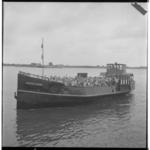 3465-6 Tour van Drie-renners worden met het binnenvaartschip Prinses Irene verplaatst.
