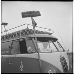3465-9 Bezemwagen van de Tour van Drie, een wielerevenement voor de jeugd van Kruininger Gors.