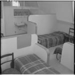 3474-7 Slaapruimte in een van de jongenstehuizen van Stichting de Koepel.