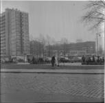 351-2 Lijnbaanflats in aanbouw achter de Karel Doormanstraat. Foto is gemaakt vanaf Schouwburgplein.