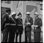 3546-5 Groep politieagenten uit binnen- en buitenland bij de nieuwbouw van het Corso Theater. Agenten waren in ...