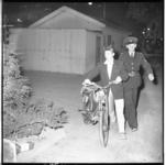 3554-1 Nozems opgepakt en gearresteerd in hartje Rotterdam na verboden samenscholing bij ijssalon Capri in de Karel ...